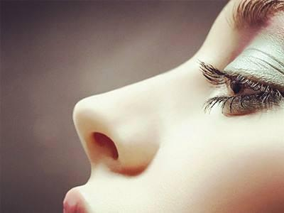 影响假体隆鼻的因素有哪些 什么时候需取出假体