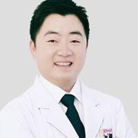 杨威医生头像